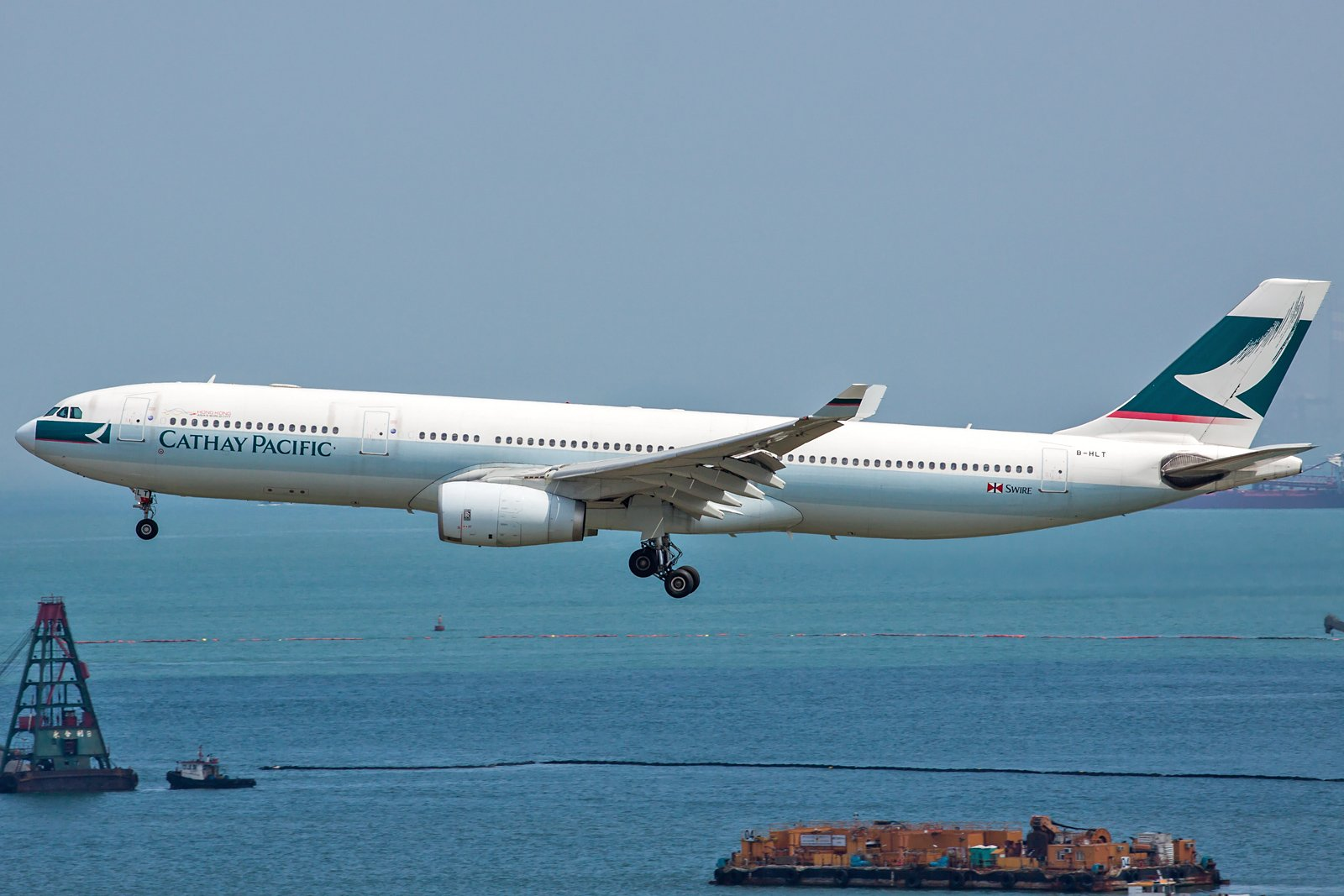 Cathay Pacific Airbus A330-343 B-HLT