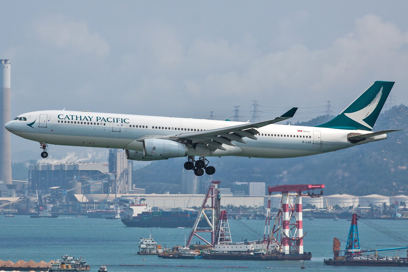 Cathay Pacific Airbus A330-342 B-LAD