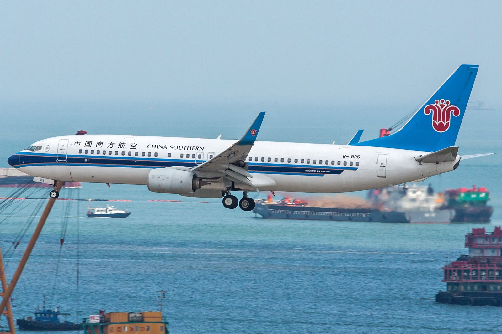 China Southern Airlines Boeing 737-86N(WL) B-1925