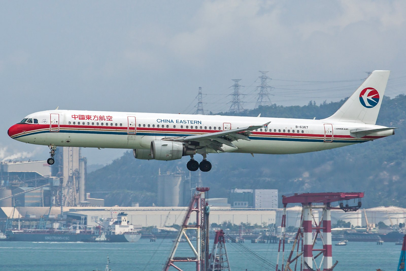 China Eastern Airlines Airbus A321-211 B-6367