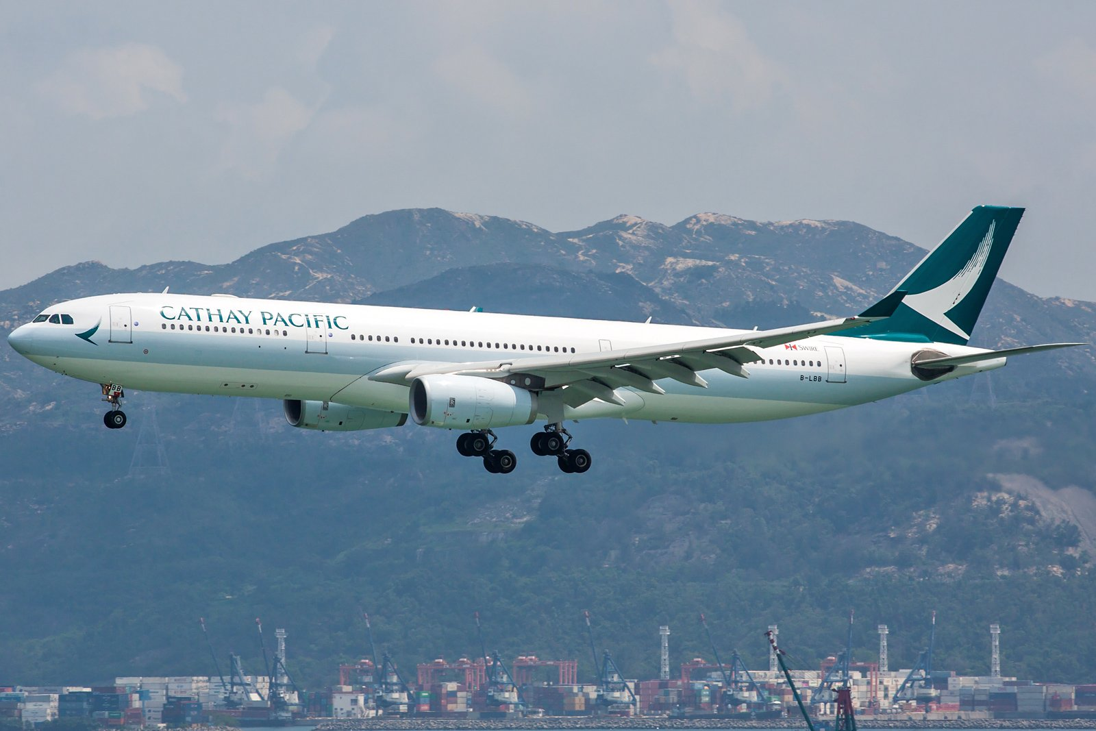 Cathay Pacific Airbus A330-343 B-LBB