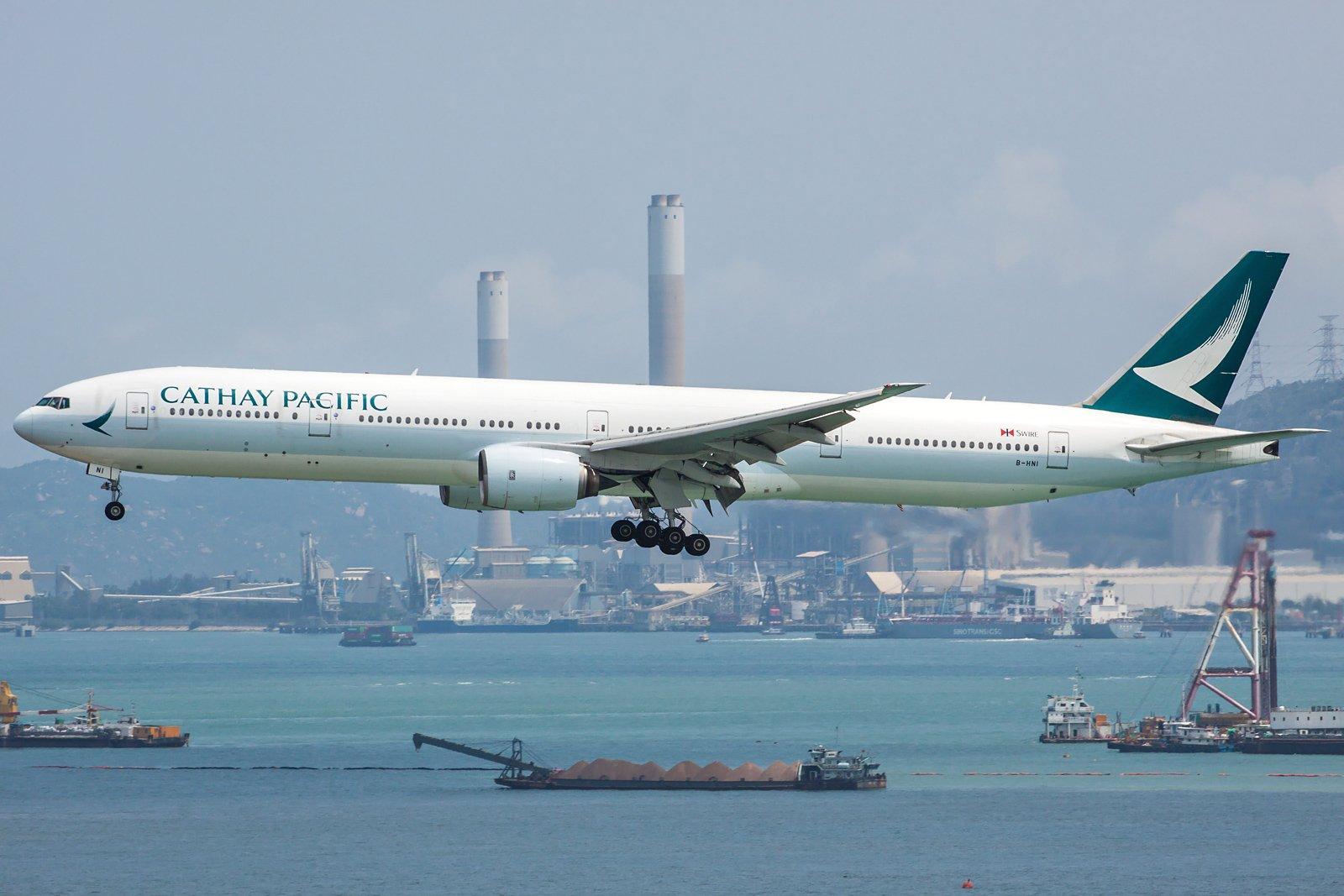 Cathay Pacific Boeing 777-367 B-HNI