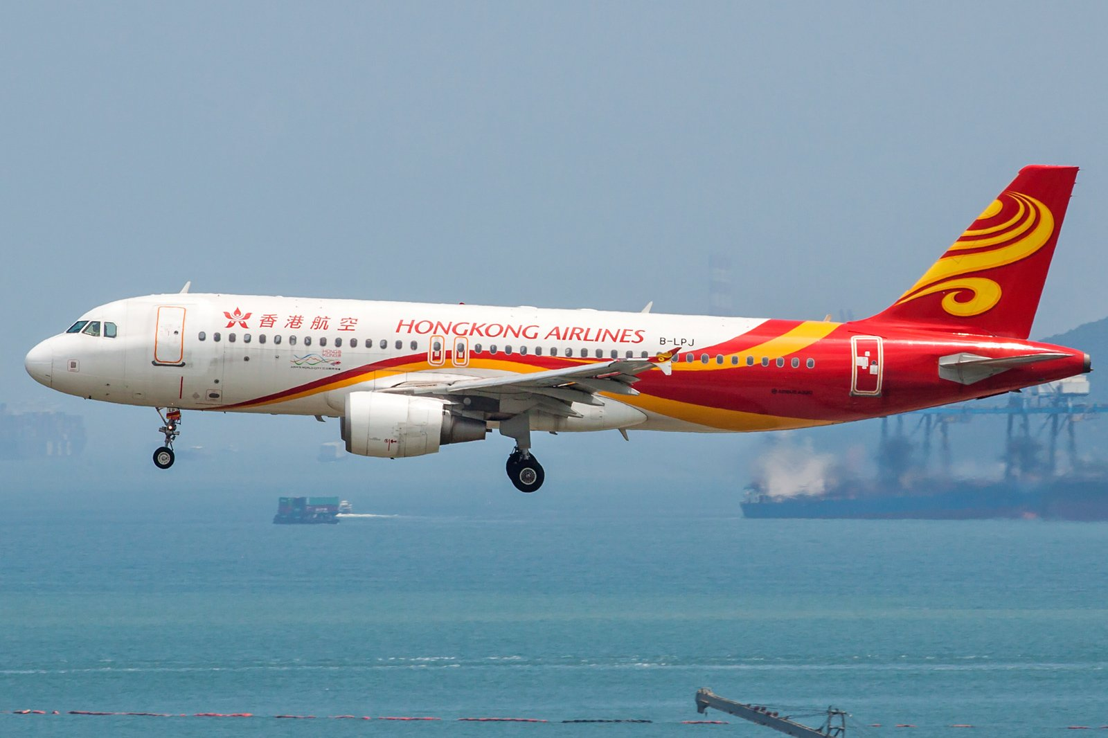 Hong Kong Airlines Airbus A320-214 B-LPJ