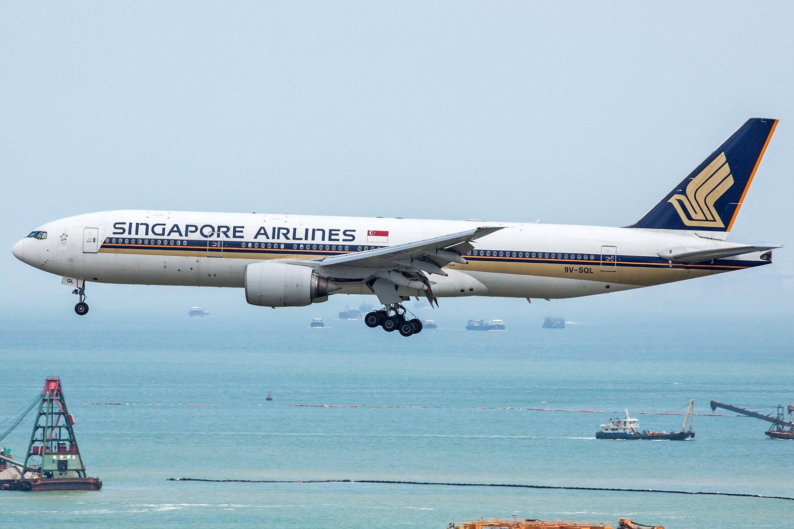 Singapore Airlines Boeing 777-212(ER) 9V-SQL