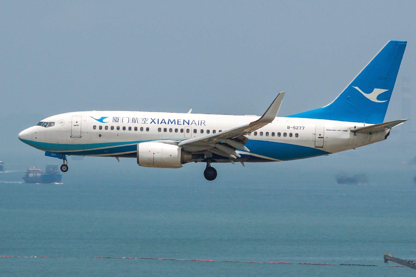 Xiamen Airlines Boeing 737-75C(WL) B-5277