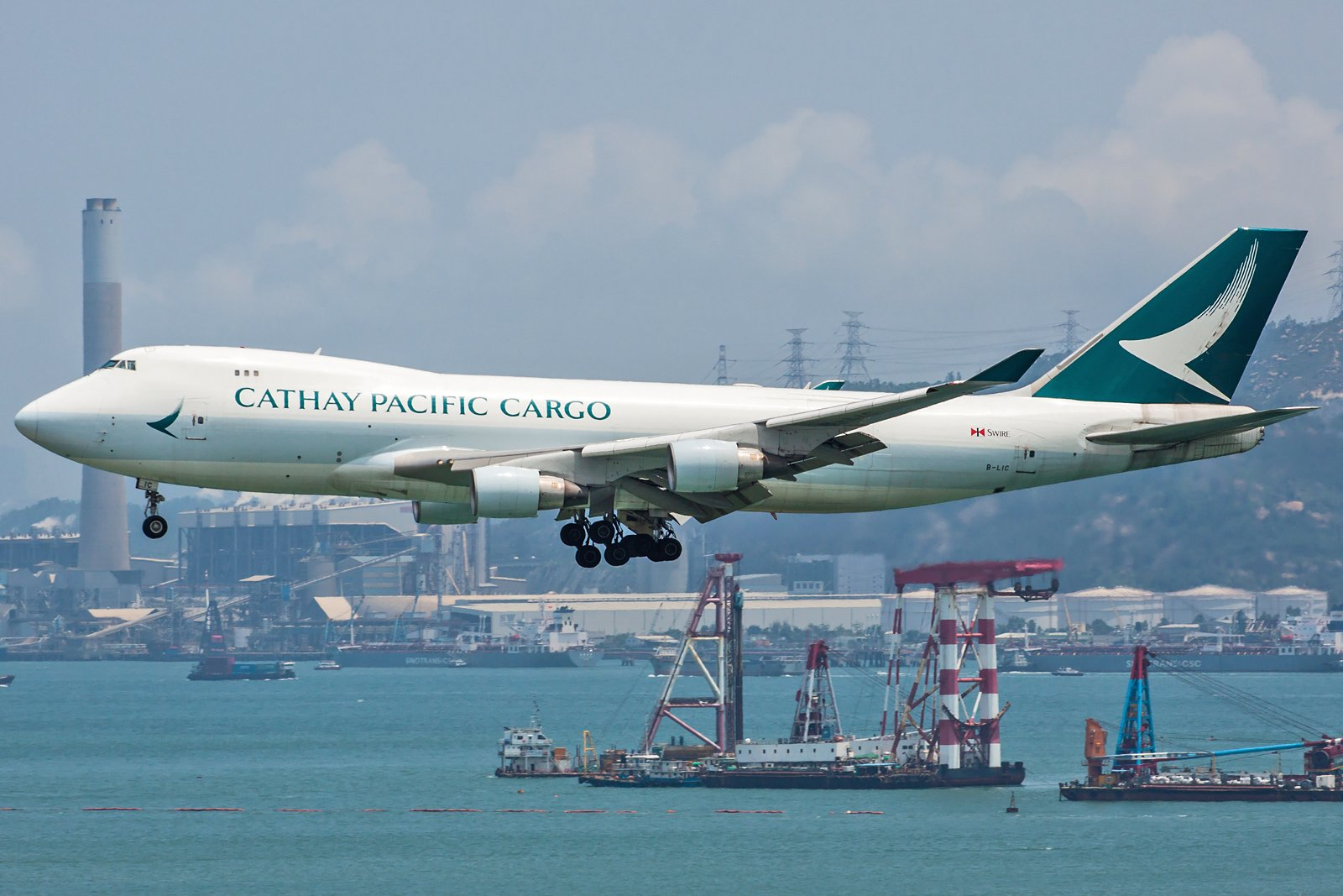 Cathay Pacific Boeing 747-467F(ER) B-LIC