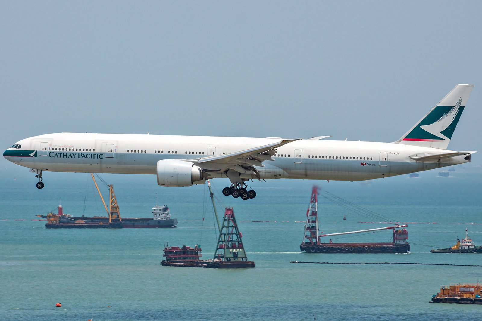 Cathay Pacific Boeing 777-367(ER) B-KQR