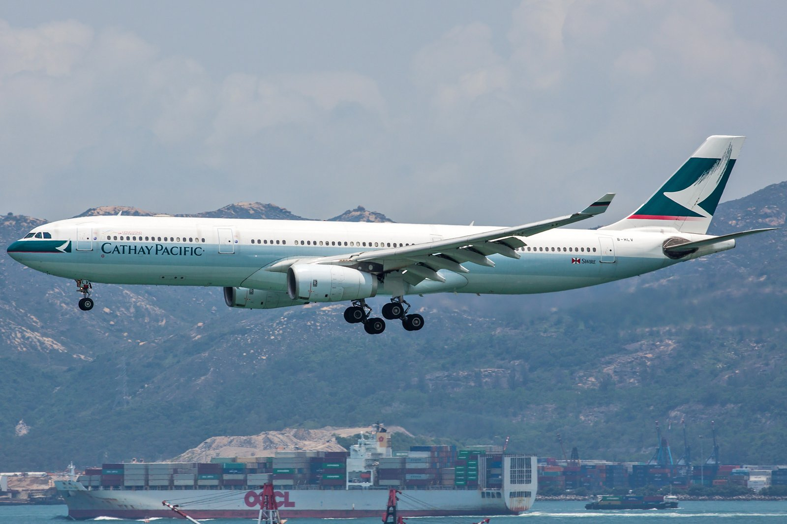 Cathay Pacific Airbus A330-343 B-HLV