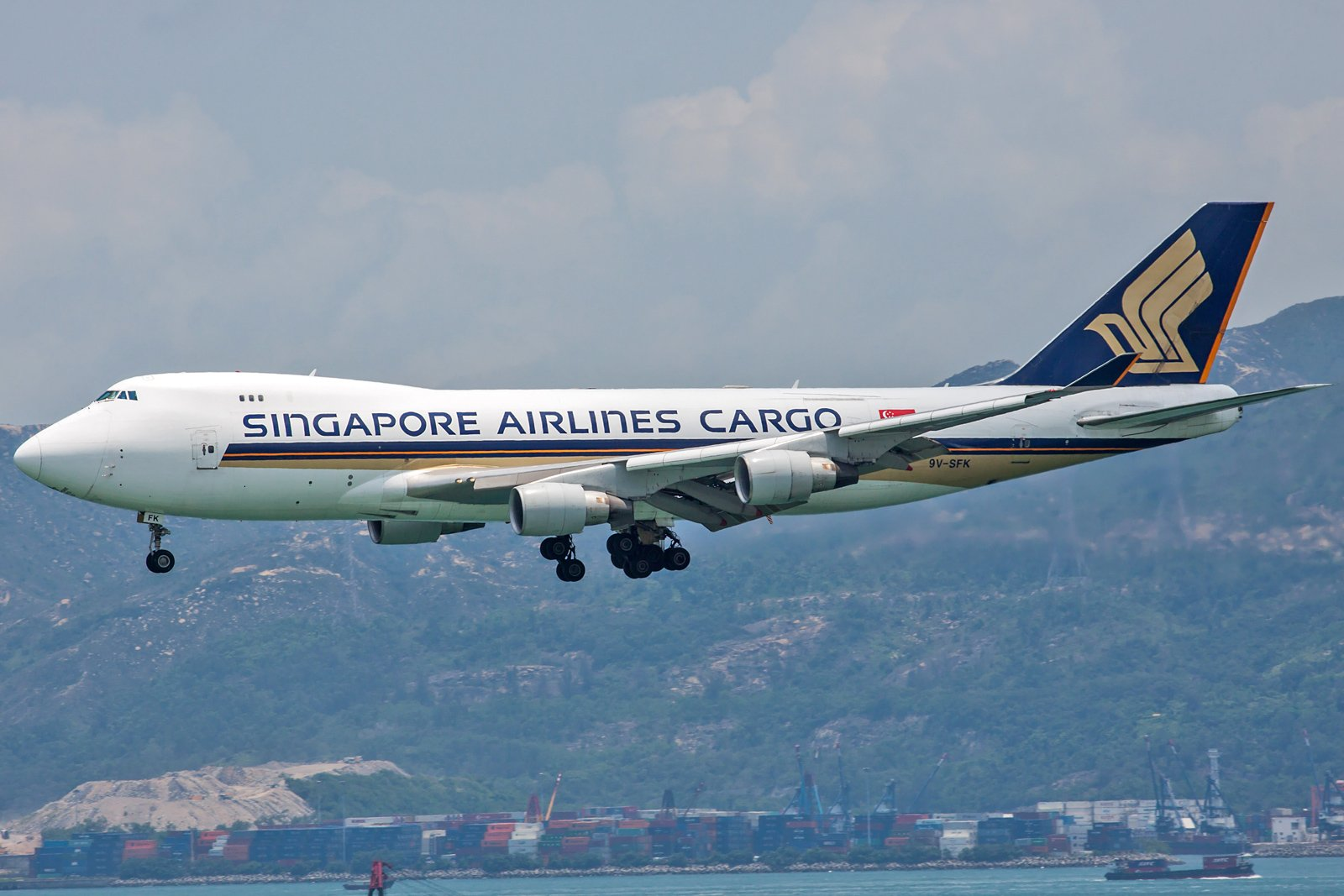 Singapore Airlines Cargo Boeing 747-412F 9V-SFK