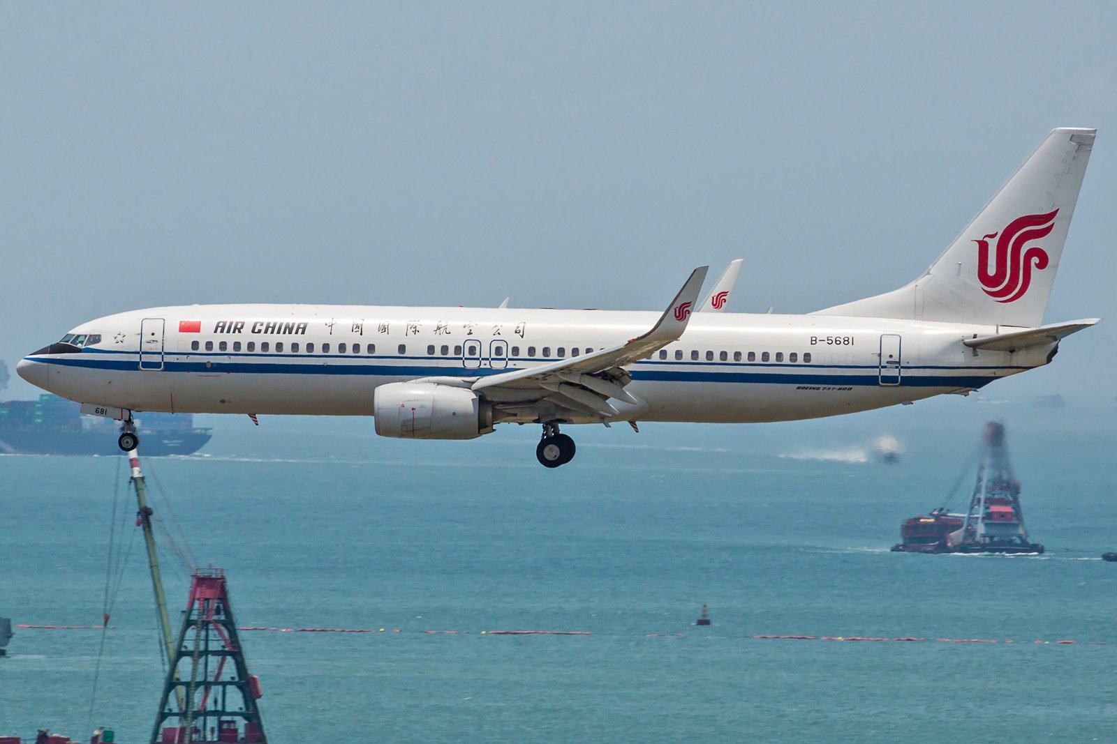 Air China Boeing 737-89L(WL) B-5681