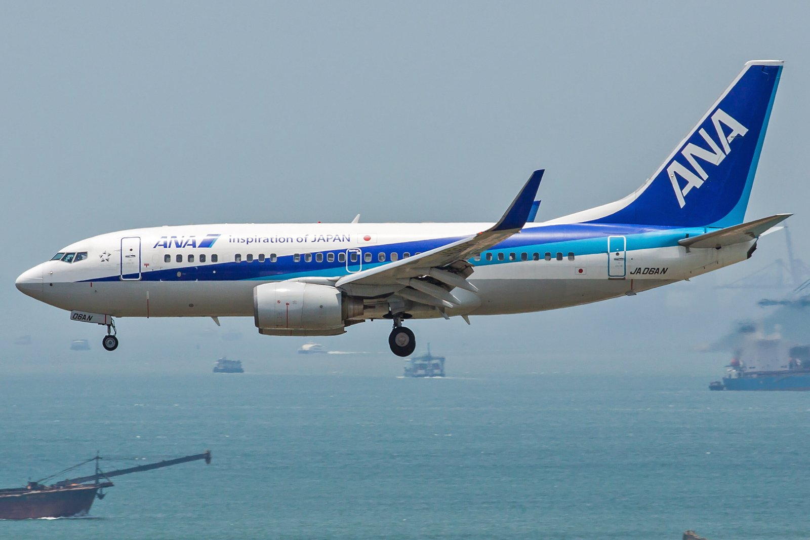 All Nippon Airways Boeing 737-781(WL) JA06AN