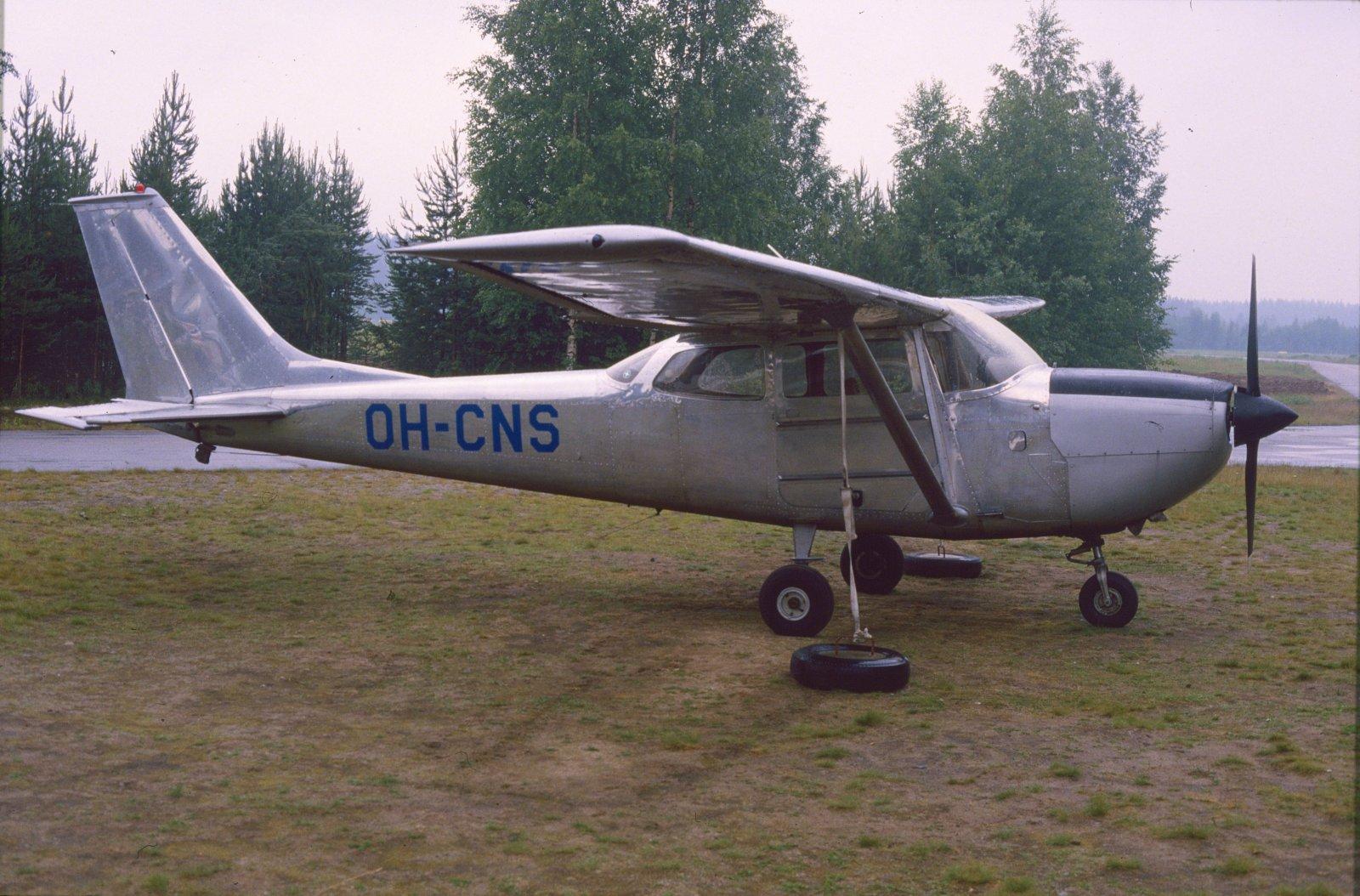 Reims/Cessna FR172F Reims Rocket OH-CNS EFJY 1987-07