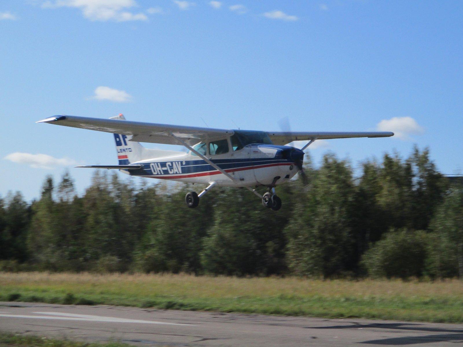 Cessna 172N Skyhawk II OH-CAV EFHN 2019-09-22
