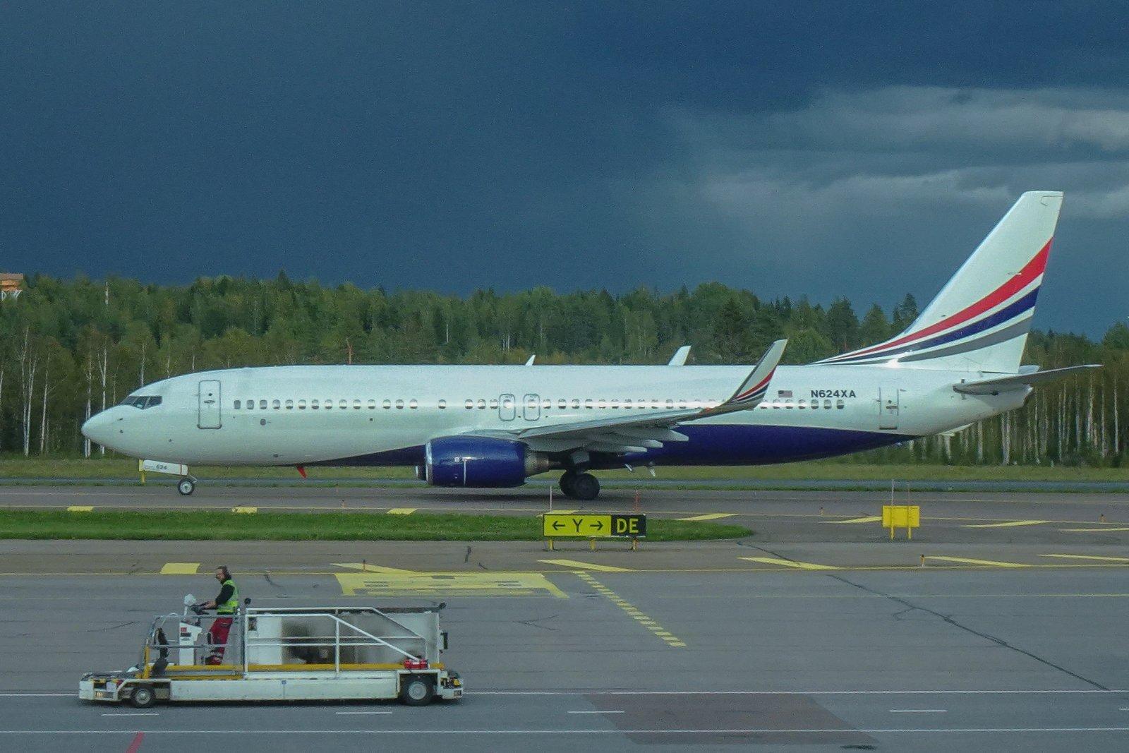 N624XA. Terminaalista kuvattu omaa lentoa odotellessa.
