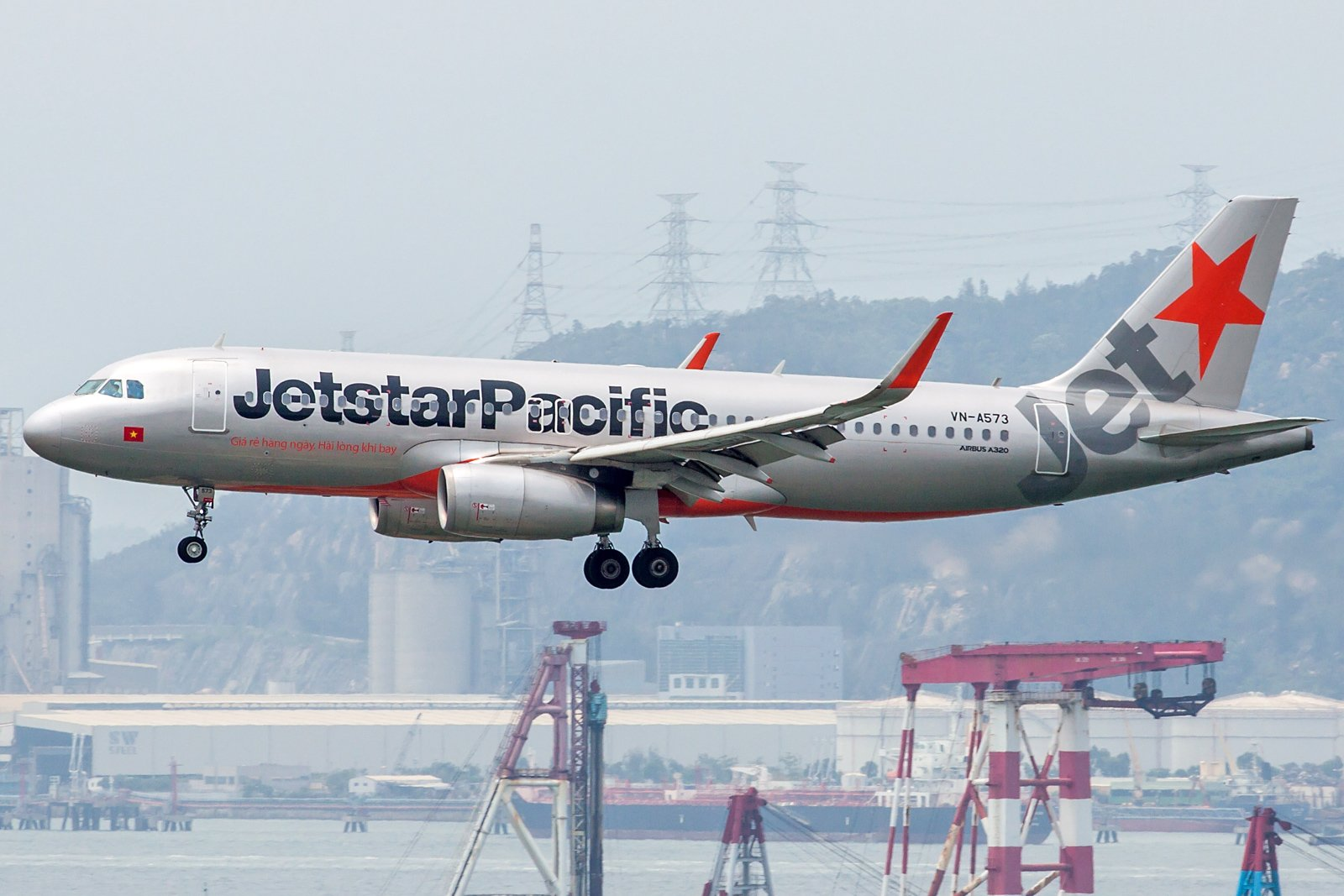 Jetstar Pacific Airlines Airbus A320-232(WL) VN-A573