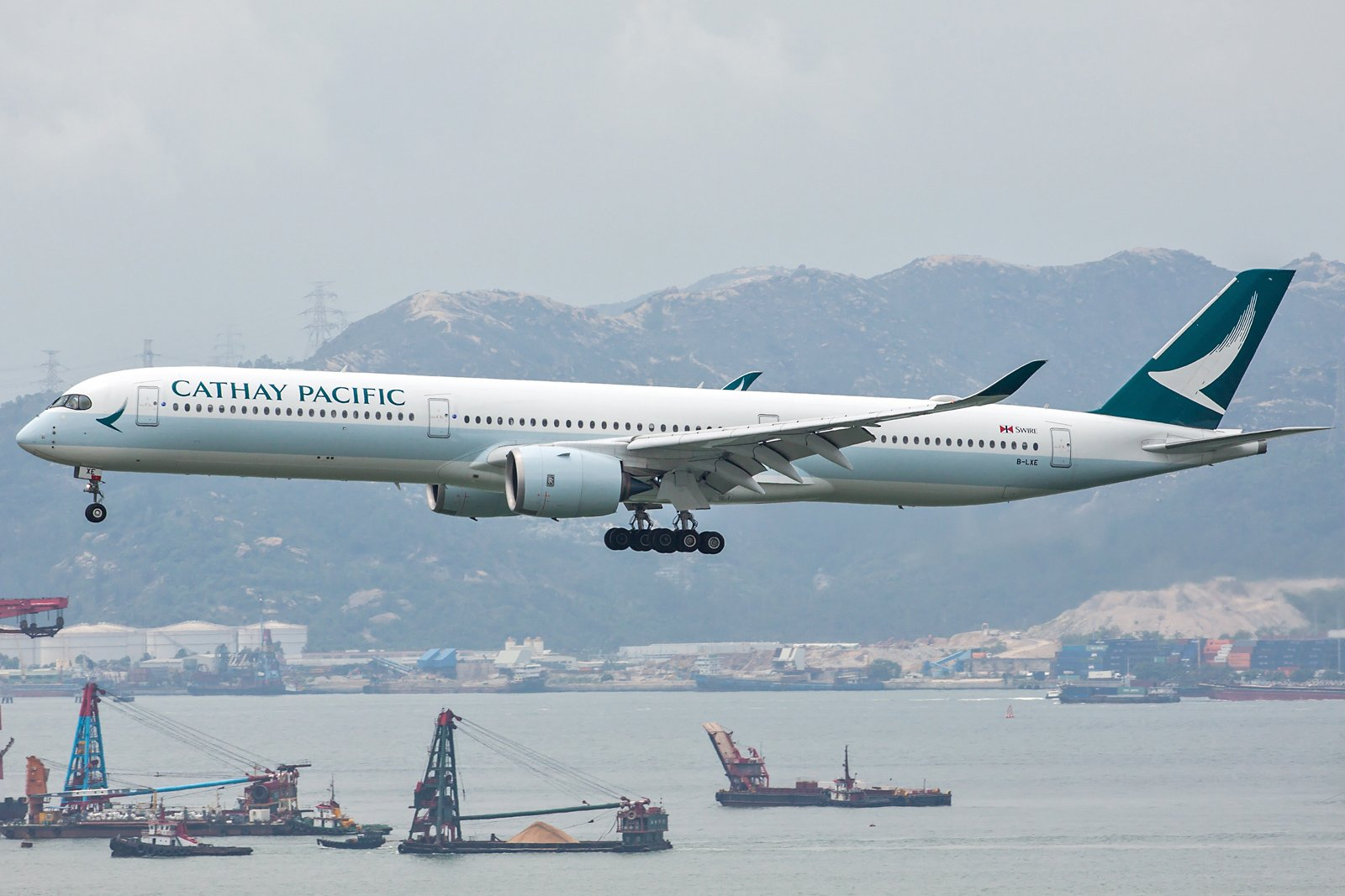 Cathay Pacific Airbus A350-1041 B-LXE