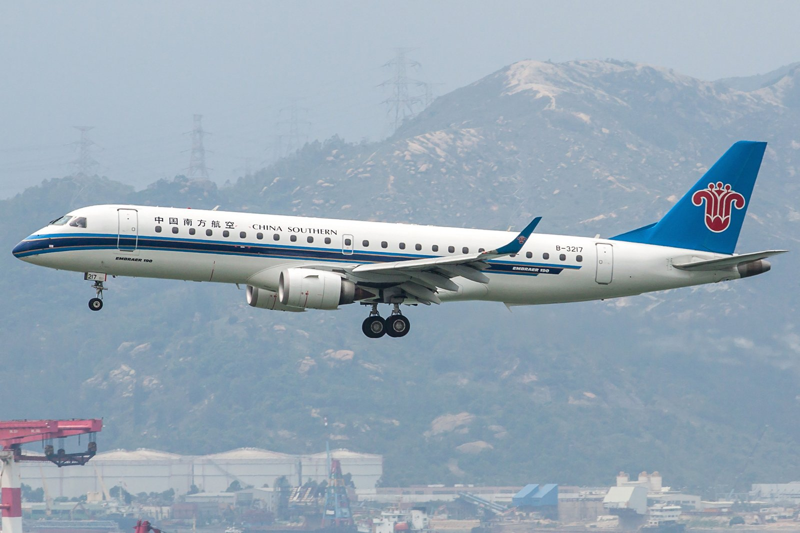 China Southern Airlines Embraer ERJ-190LR B-3217