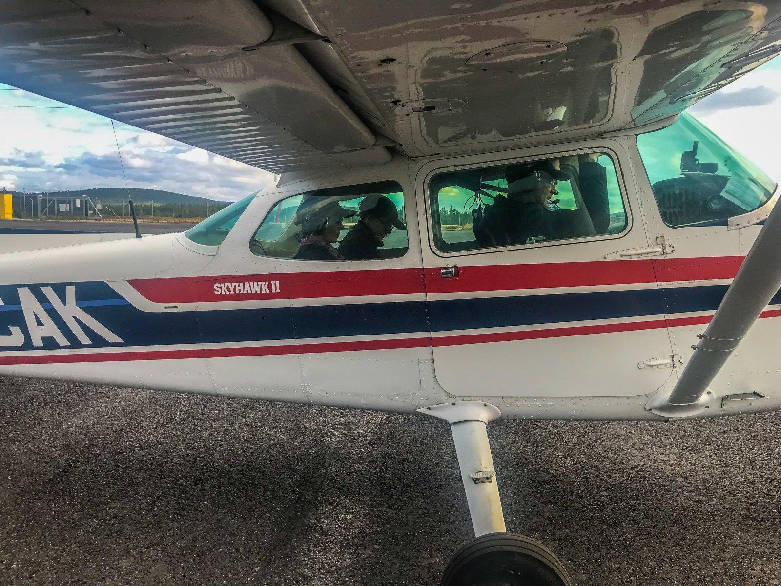 Uusia lentoetsijöitä lähdössä ensimmäiselle tehtävälle.
