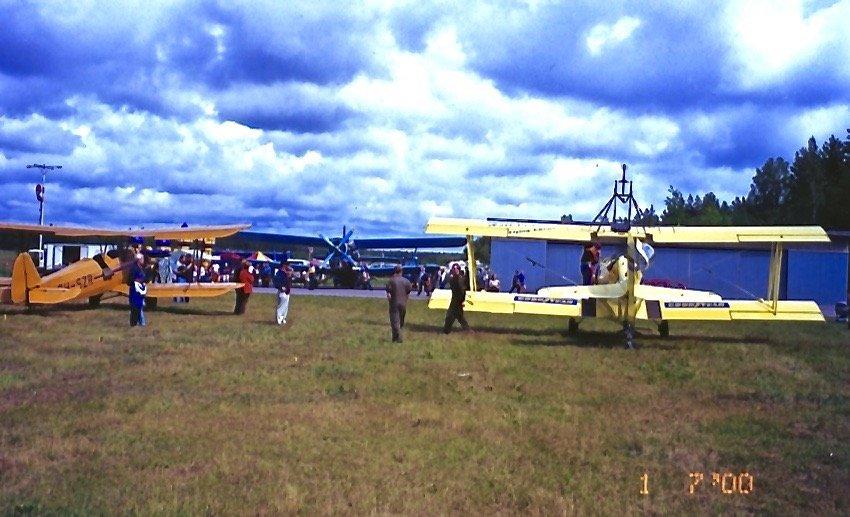 Grumman G-164A Super Ag-Cat A/450 SE-KXR & Focke-Wulf FW 44J Stieglitz OH-SZR EFHN 2000-07-01