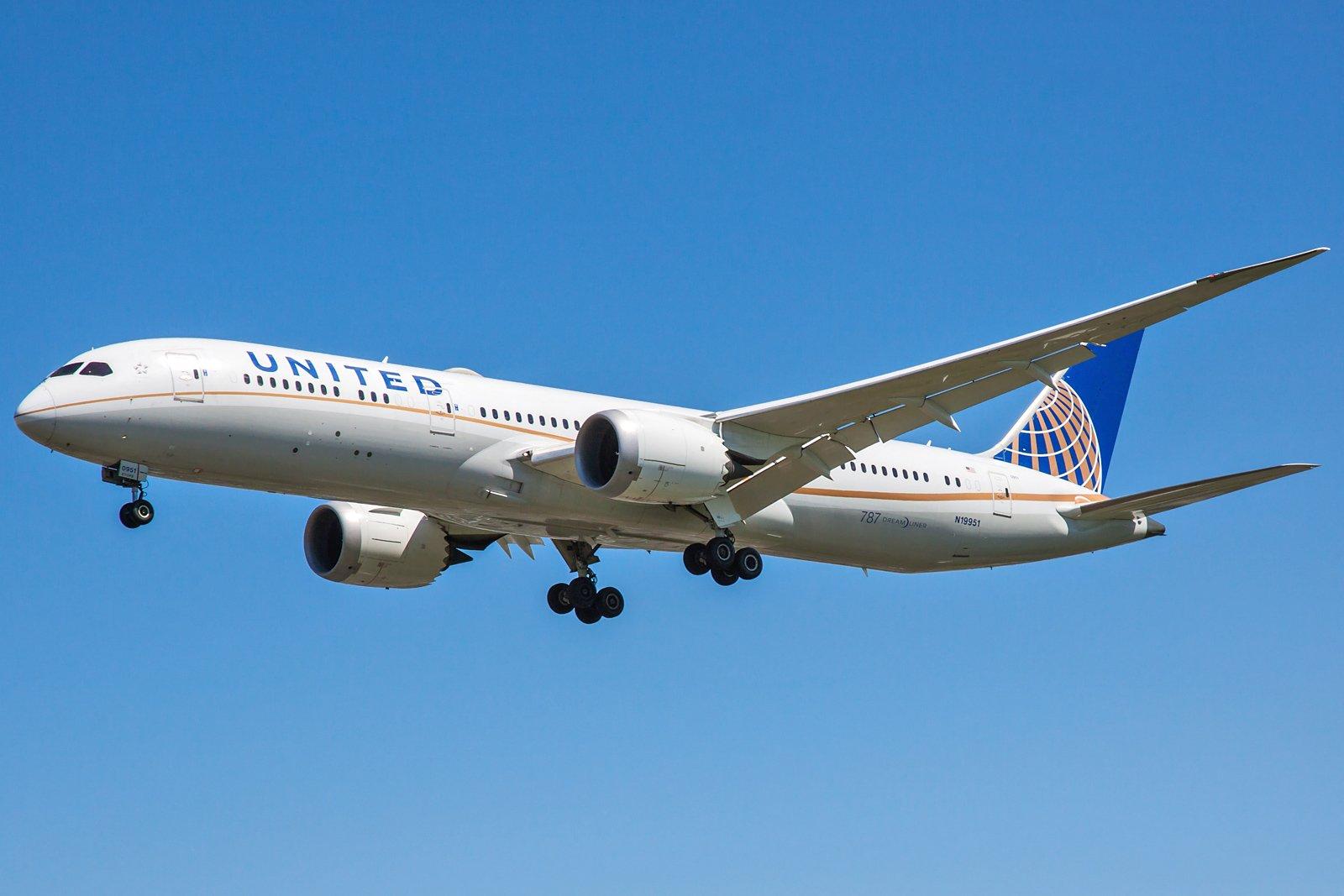 United Airlines Boeing 787-9 Dreamliner N19951