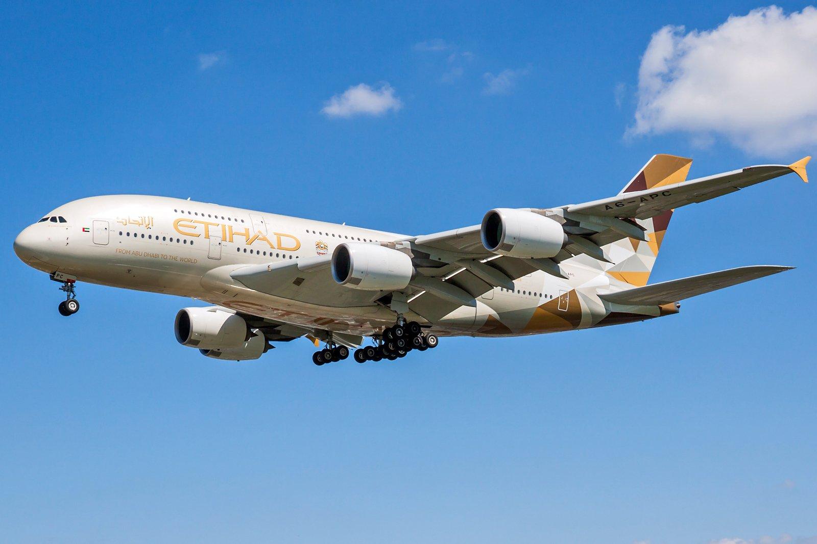Etihad Airways Airbus A380-861 A6-APC