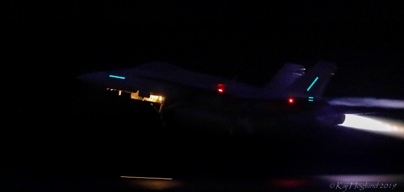 McDonnell Douglas F-18C Hornet nousussa