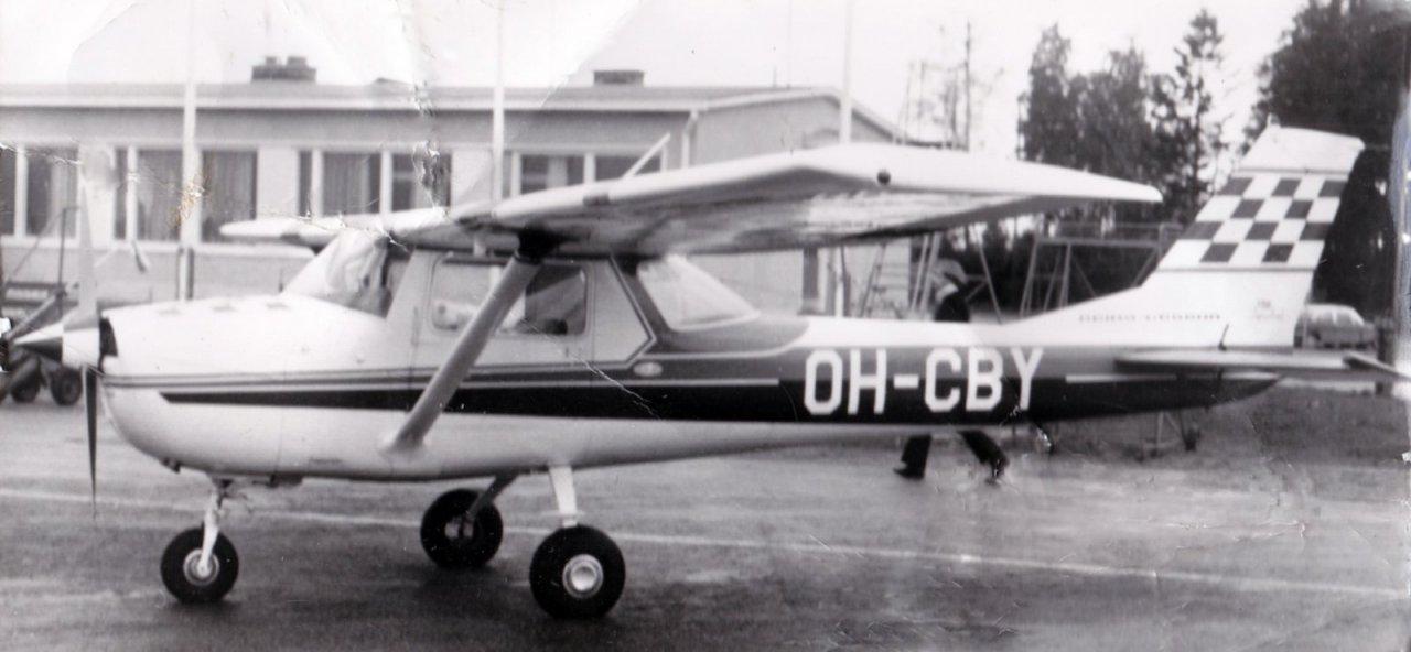 Reims_Cessna_FA_150K_Aerobat_OH-CBY_Vaasassa__1970-71.jpg