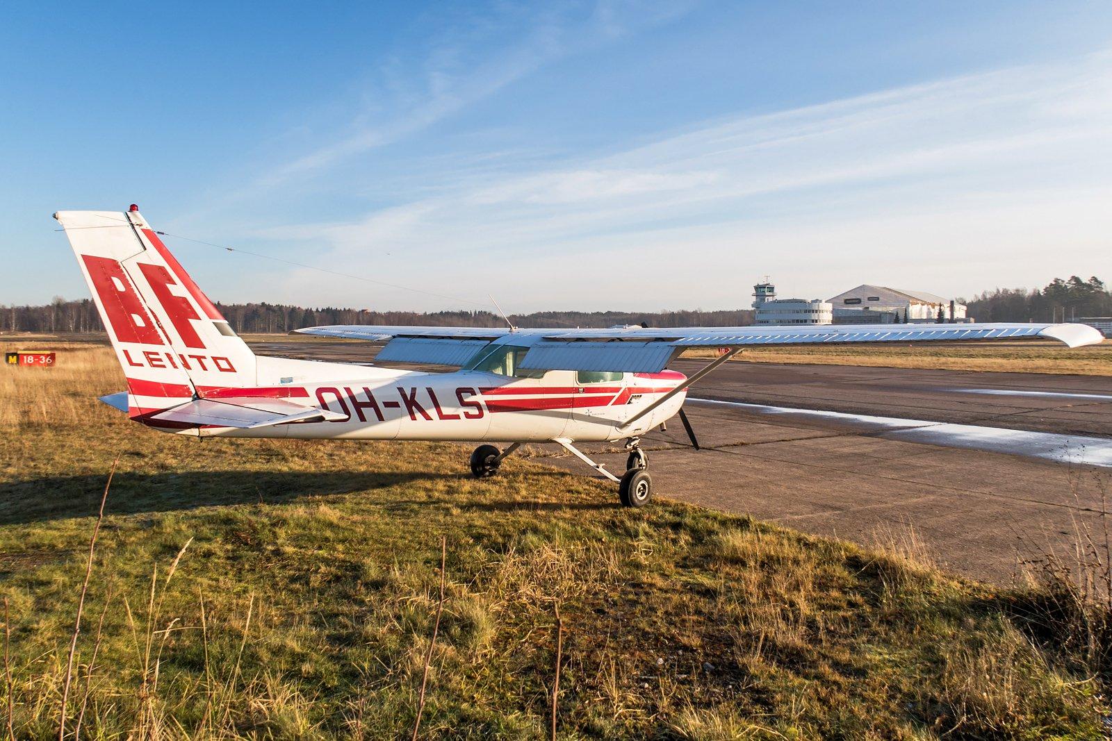 BF-Lento Cessna 152 OH-KLS