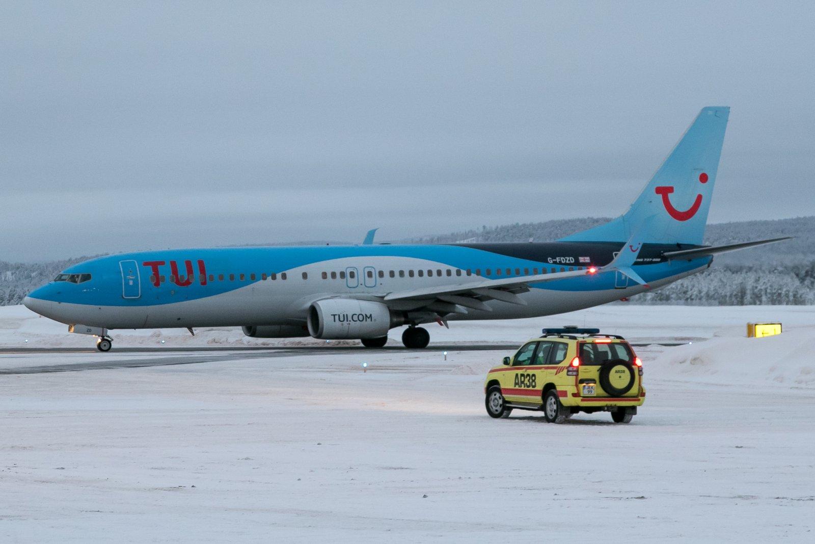 G-FDZD. Boeing 737-8K5