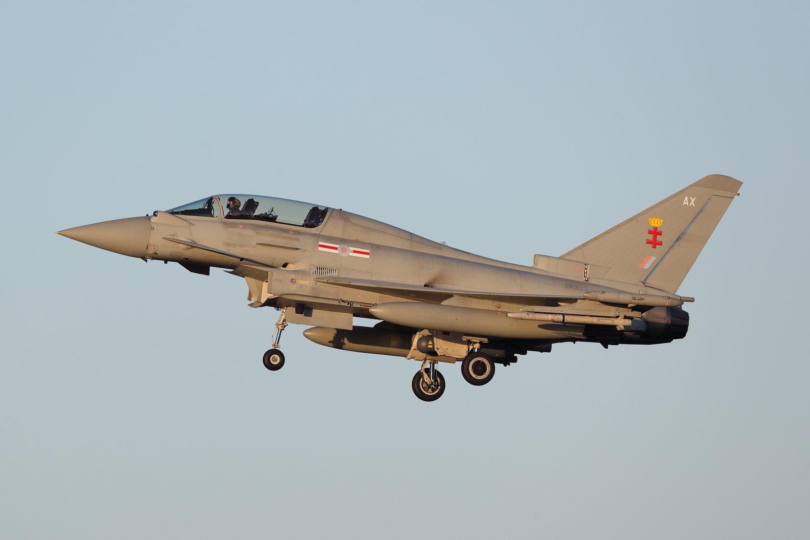 ZK303 Eurofighter Typhoon T.3 laskussa Pirkkalaan 9.1.2020