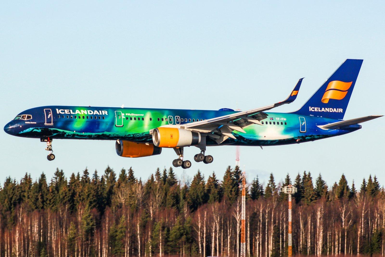 Icelandair yhtiön 757 tulossa laskuun kiitoradalle 22L Helsingissä