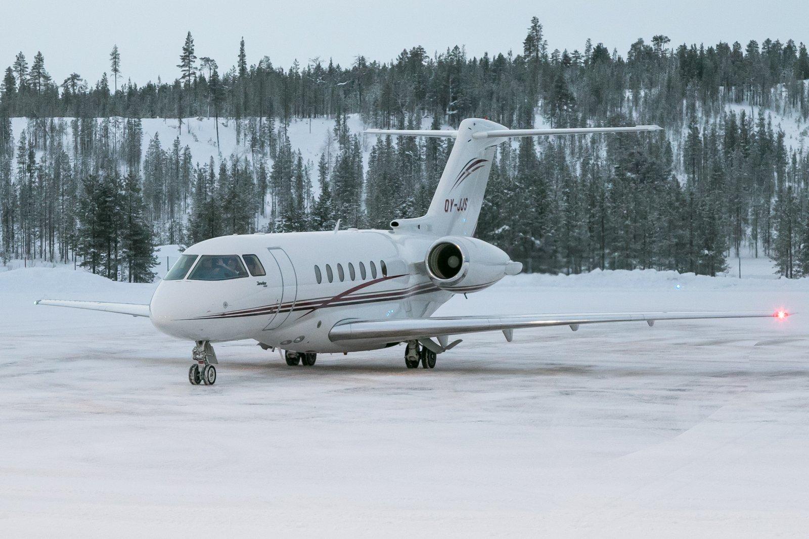 OY-JJS. Raytheon Hawker 4000.