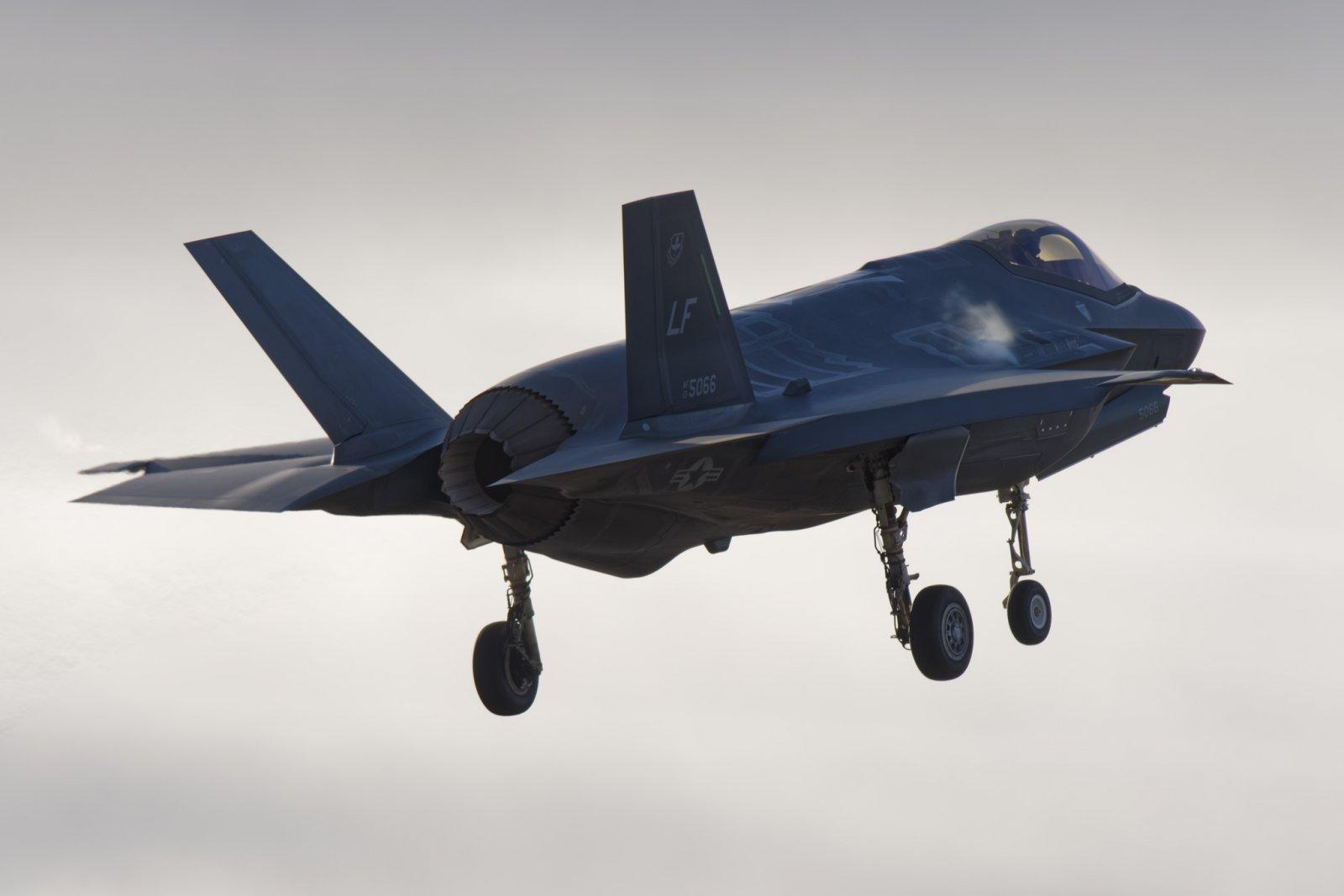 Lockheed Martin F-35A Lightning II 15-5189 esiintyy maltillisemmin