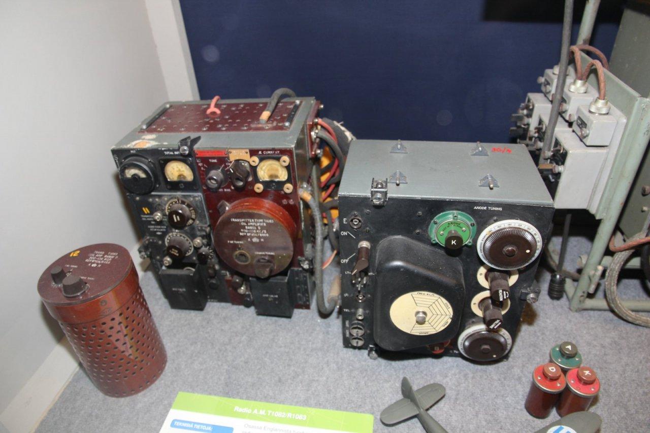 A.M._T1082_R1083_radio_Bristol_Blenheim.JPG