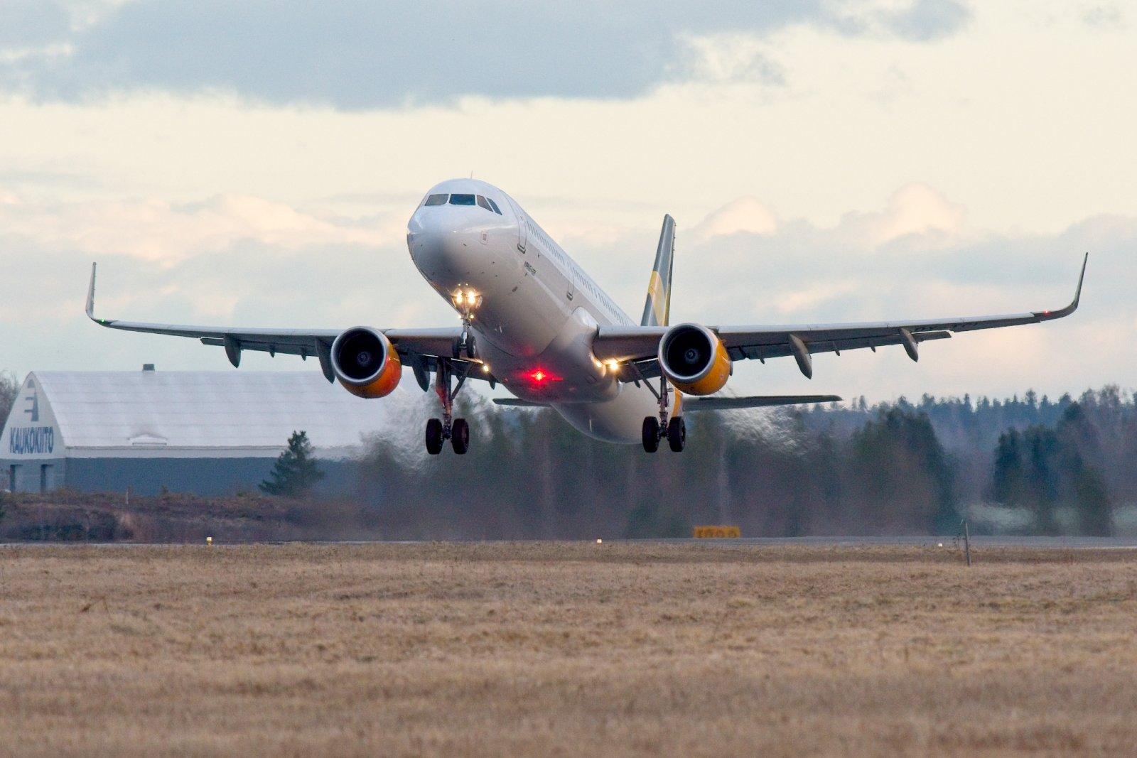 OY-TCI (ja torstain Tjäreborg-lennot), kevään viimeinen nousu Vaasasta