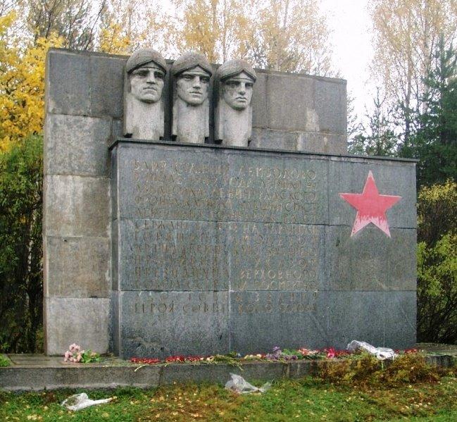 Лемболово_Памятник_лётчикам pak.jpg