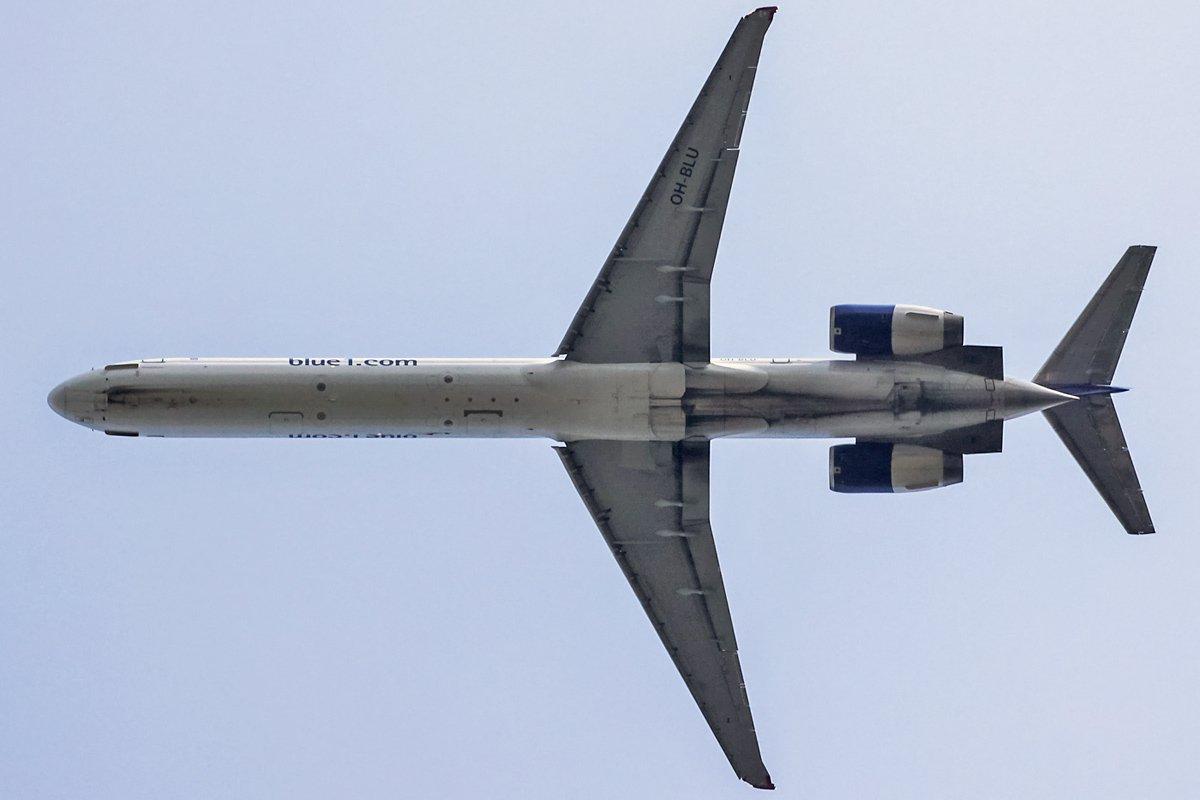 Blue1 McDonnell Douglas MD-90-30 OH-BLU