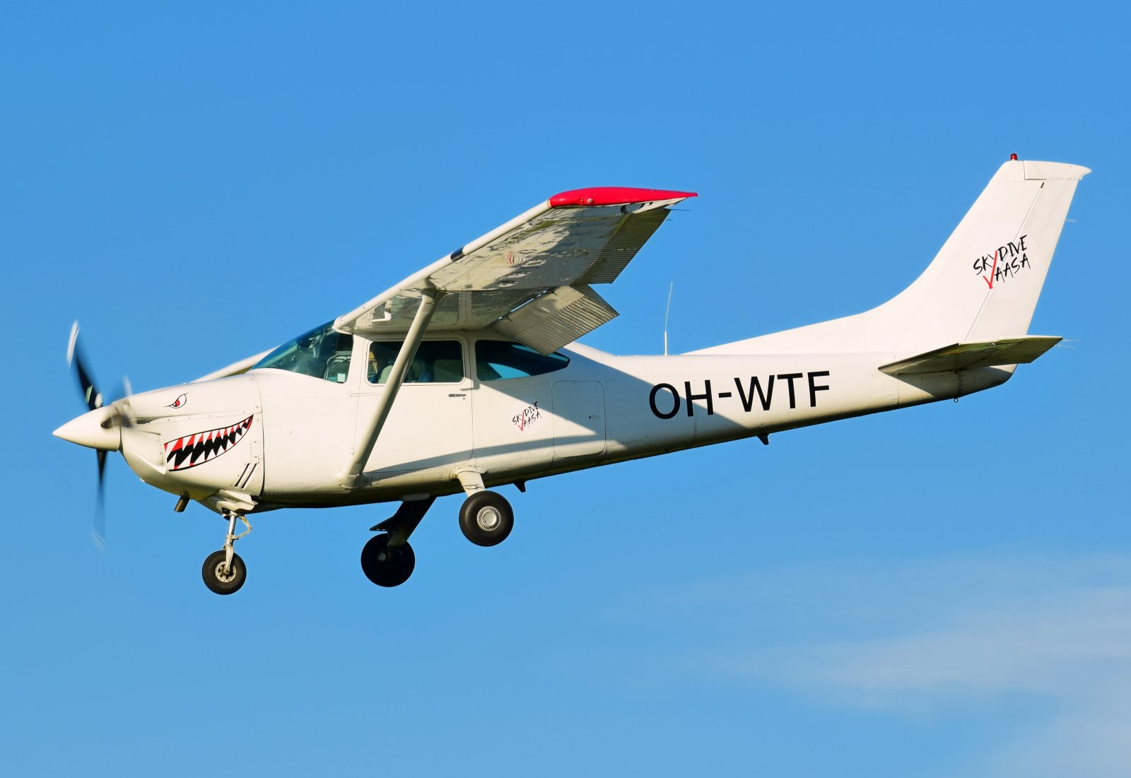 OH-WTF - Cessna 182Q Skylane II - Vaasan Laskuvarjokerho - 1.7.2020