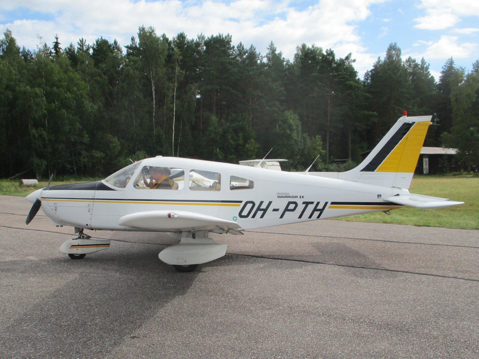 Piper PA-28-161 Warrior II OH-PTH EFHN 2020-08-12