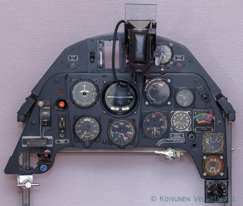 Cockpitpanel-front.jpg