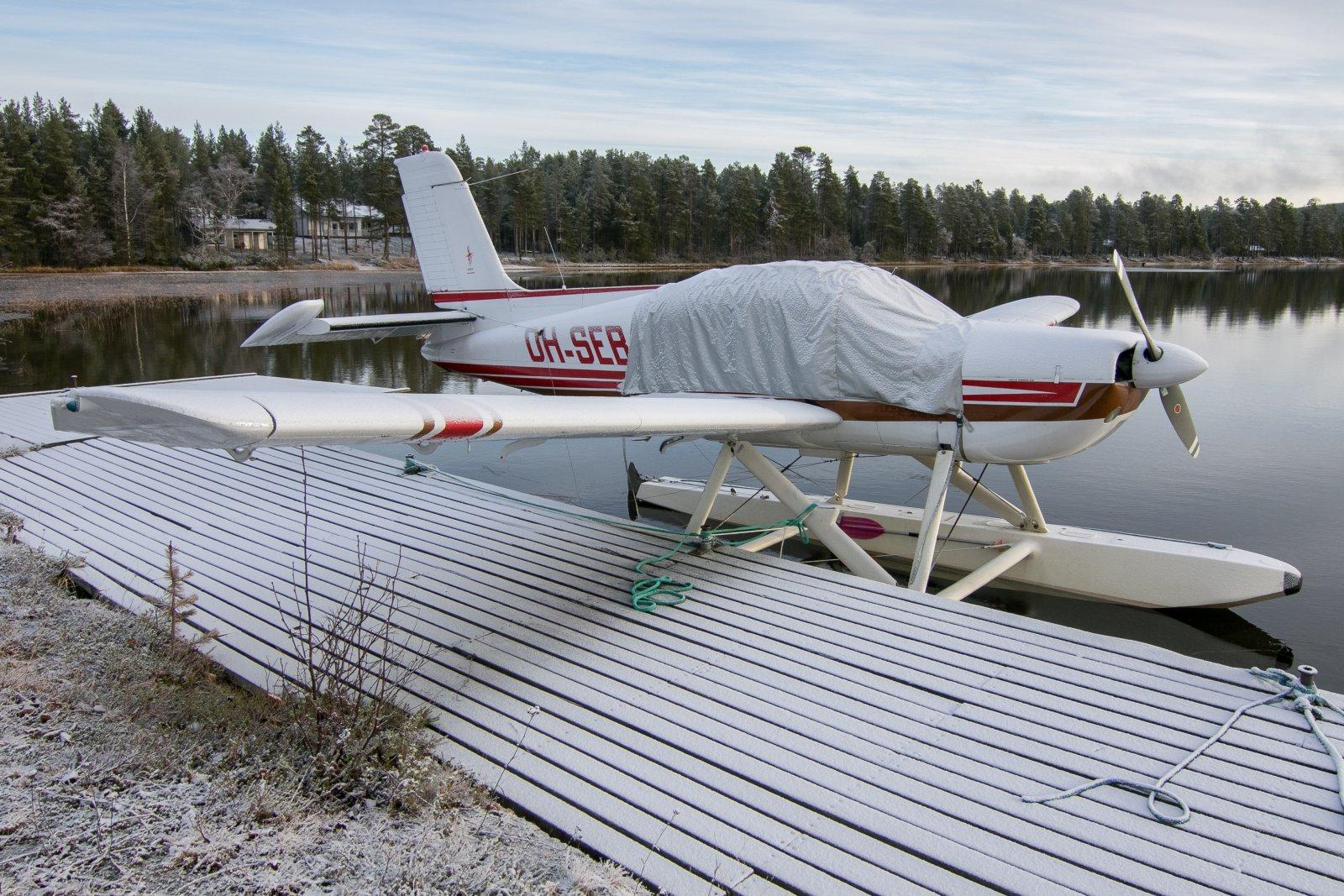 OH-SEB. Alajärven lentosatamassa. 17.10.2020.