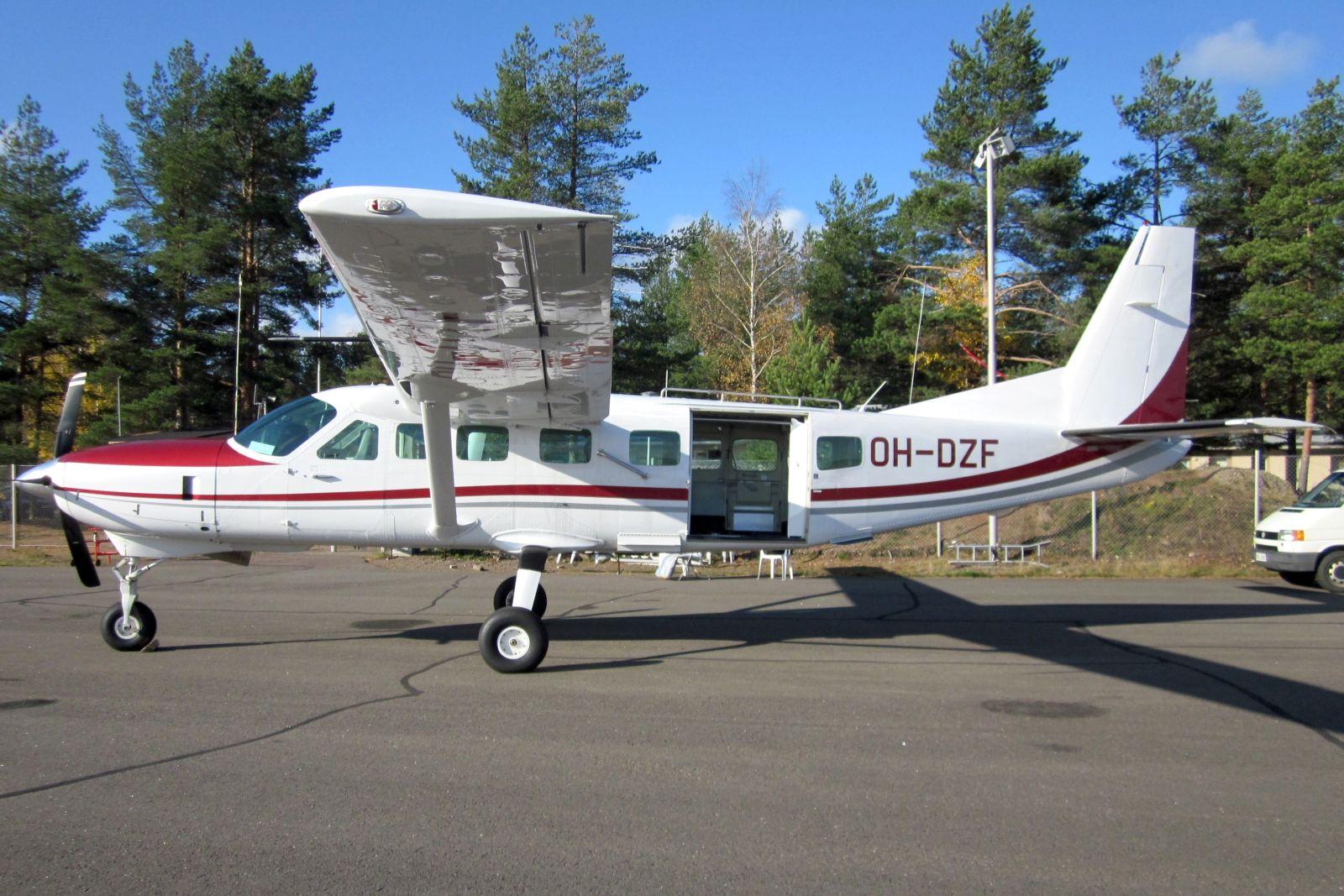 Cessna C208B OH-DZF EFUT 2011-10-09
